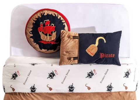 НАБОР Black Pirate Cilek AKS-4479 и AKS-4406: покрывало с подушками